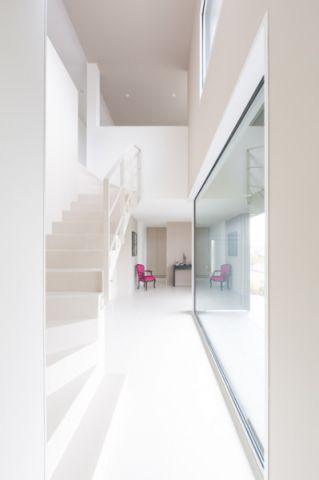 玄关白色走廊现代风格装修效果图
