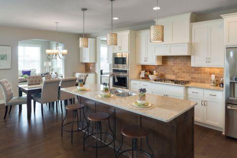 厨房米色吧台现代风格装修效果图