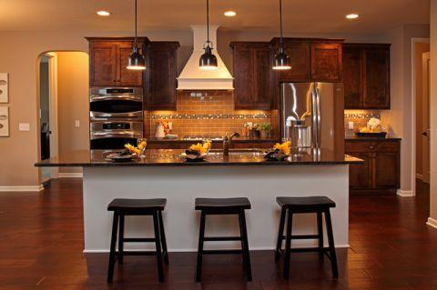 厨房黑色吧台现代风格装饰图片