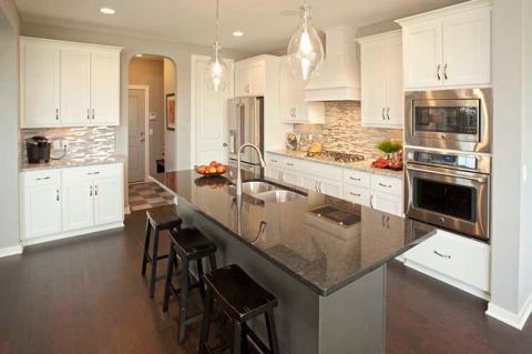 厨房白色橱柜现代风格装潢图片