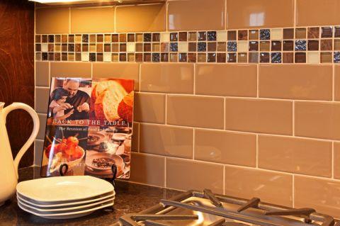 厨房咖啡色背景墙现代风格装潢设计图片