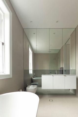 卫生间白色背景墙现代风格装修设计图片