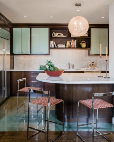 厨房白色吧台现代风格装潢设计图片