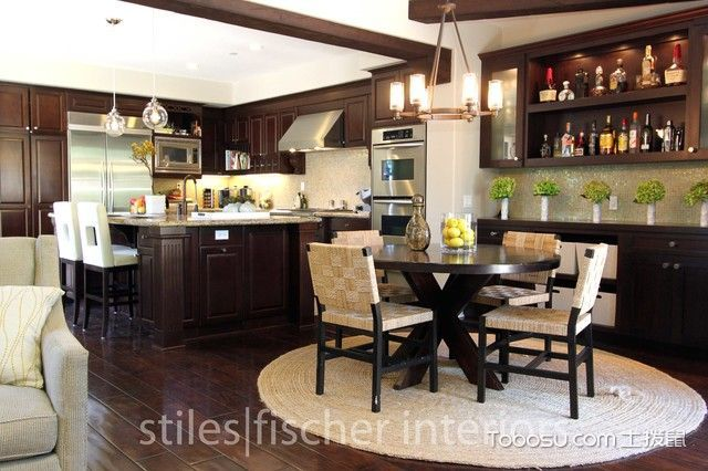 厨房咖啡色橱柜现代风格装修设计图片
