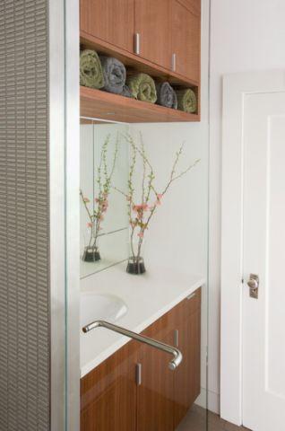 卫生间咖啡色橱柜现代风格装饰图片