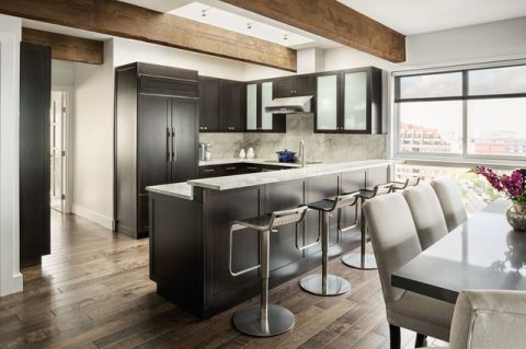 厨房灰色吧台现代风格装饰效果图