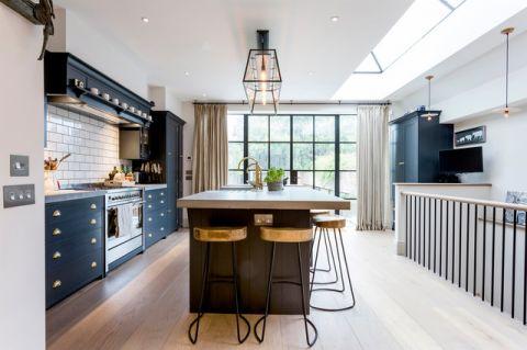 厨房咖啡色吧台现代风格装潢图片