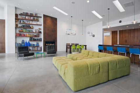 客厅绿色沙发现代风格装潢设计图片