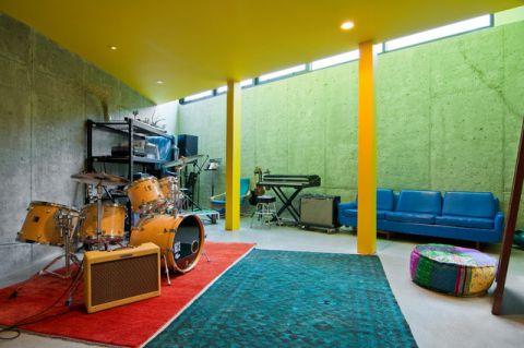 彩色地下室现代风格装潢效果图
