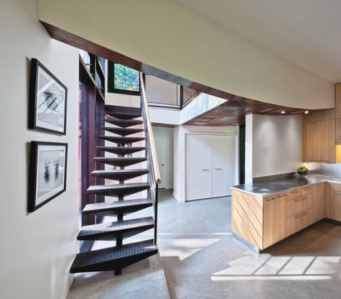 红色楼梯现代风格装潢设计图片
