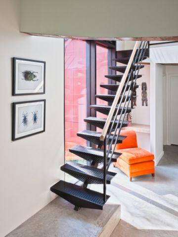 红色楼梯现代风格装饰图片