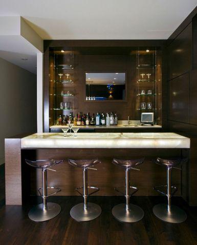 厨房咖啡色吧台现代风格装饰设计图片