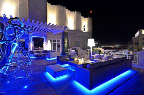阳台蓝色沙发现代风格装修设计图片