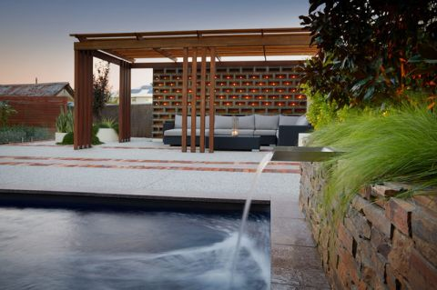 外景白色泳池现代风格装饰效果图