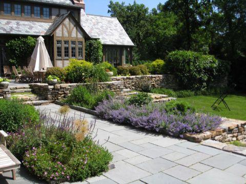 花园咖啡色外墙美式风格装潢设计图片