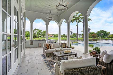 外景白色泳池美式风格装饰图片