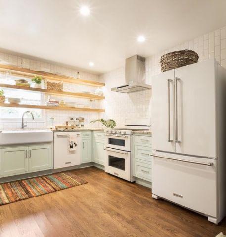 厨房白色背景墙美式风格装潢图片