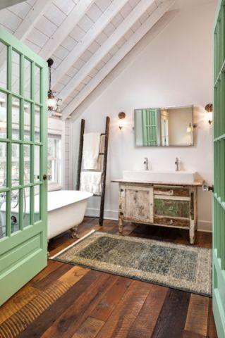 卫生间白色阁楼混搭风格装修效果图