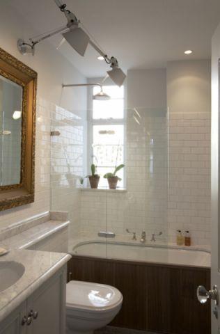 卫生间咖啡色浴缸混搭风格装潢图片