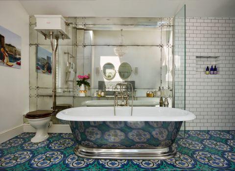 卫生间彩色浴缸混搭风格装潢图片