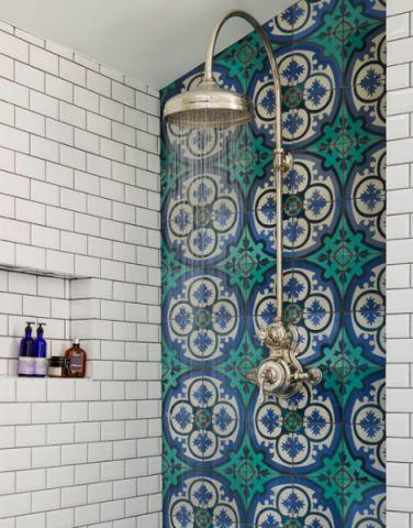 卫生间彩色细节混搭风格装潢设计图片