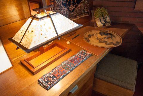 卧室咖啡色书桌现代风格装饰设计图片