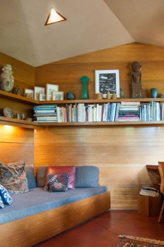 书房咖啡色书架现代风格效果图