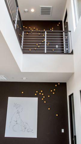 客厅白色楼梯现代风格装饰效果图