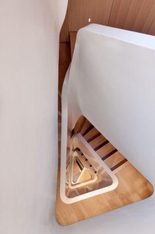 咖啡色楼梯现代风格装潢效果图