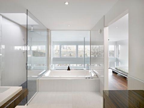 卫生间白色浴缸现代风格装饰图片