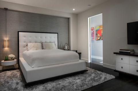 卧室白色床现代风格装饰设计图片
