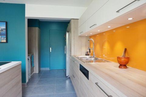 厨房咖啡色橱柜现代风格装潢效果图