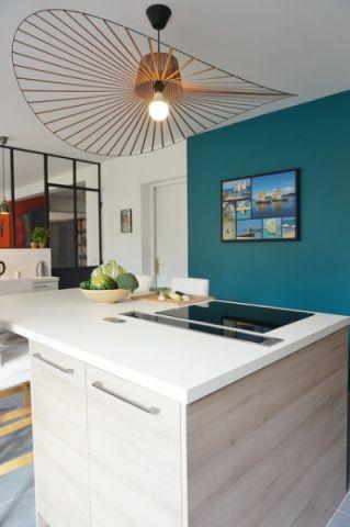 厨房黄色灯具现代风格装修设计图片