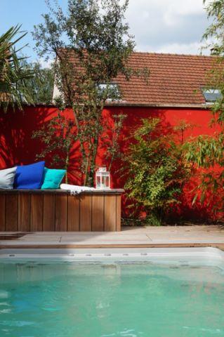 花园咖啡色泳池现代风格装潢设计图片