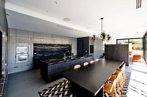厨房黑色餐桌现代风格装修效果图