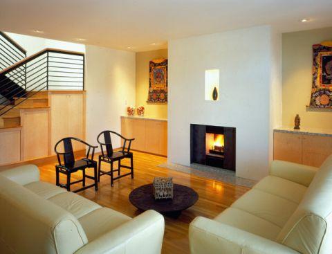 客厅黑色楼梯现代风格装修效果图