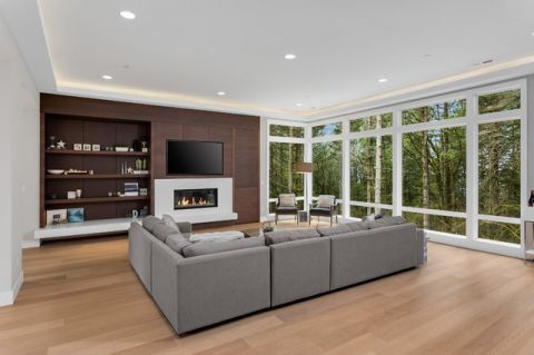 客厅白色窗台现代风格装饰设计图片