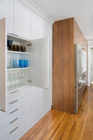 厨房白色橱柜现代风格装饰图片