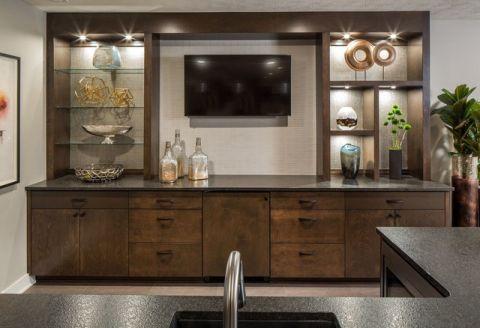厨房咖啡色橱柜现代风格装潢设计图片