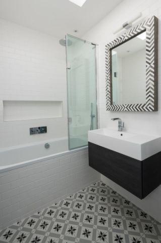 卫生间白色背景墙现代风格装饰效果图