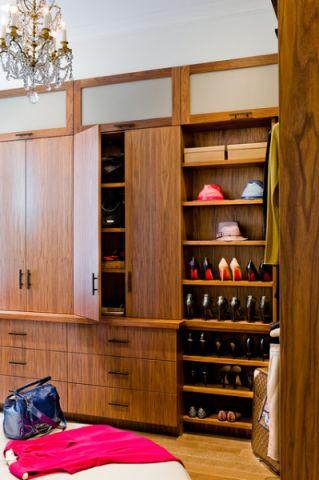 卧室咖啡色衣柜现代风格装饰设计图片
