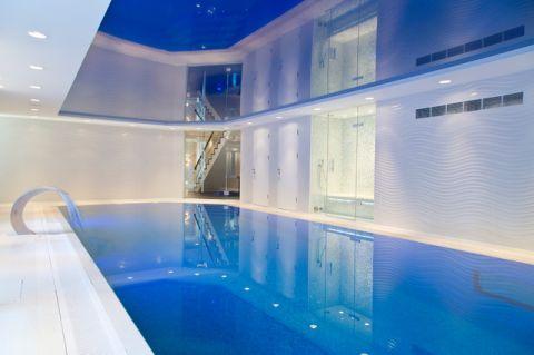 白色泳池现代风格装潢设计图片