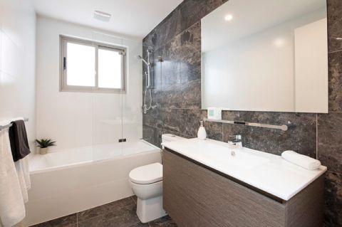 卫生间白色背景墙简欧风格装饰设计图片