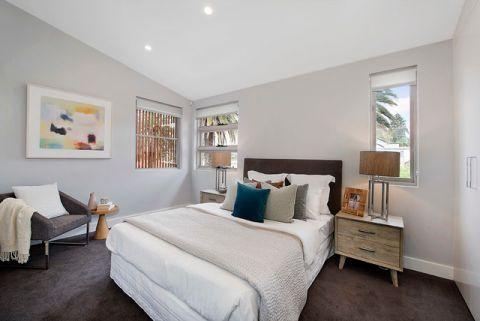 卧室灰色照片墙简欧风格装饰效果图