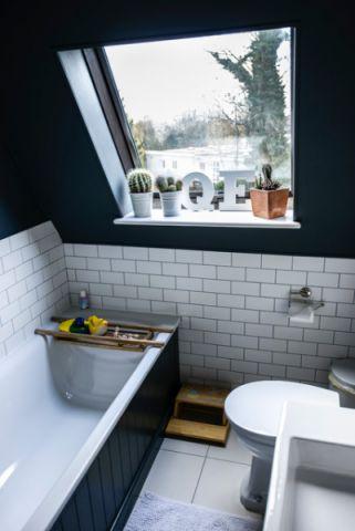 卫生间白色浴缸简欧风格装潢效果图