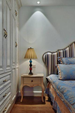 卧室床头柜美式风格装饰效果图