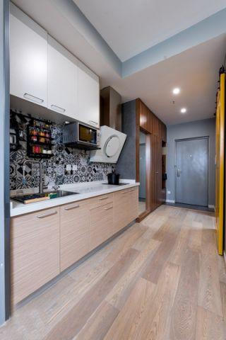 厨房白色橱柜简约风格装修设计图片
