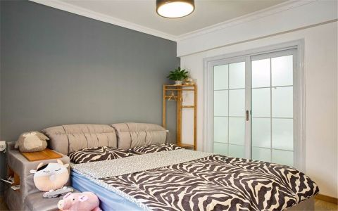卧室推拉门简欧风格装饰设计图片