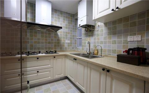 厨房白色橱柜简约风格装饰图片