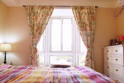 现代卧室飘窗装修案例